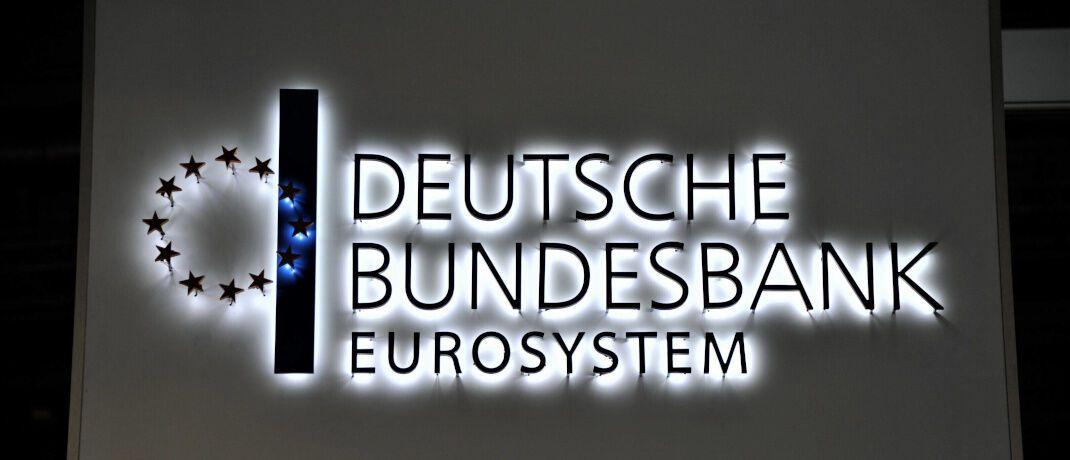 Schriftzug der Bundesbank in Frankfurt: Ein aktuell veröffentlichtes Gutachten schlägt vor, einen unabhängigen öffentlich-rechtlichen Träger zu gründen.|© imago images / Manfred Segerer