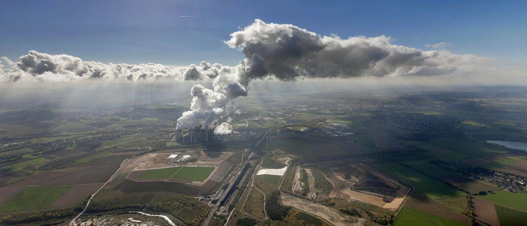 Braunkohlekraftwerk Weisweiler in Eschweiler: Um als Versorger in den MSCI-SRI-Index aufgenommen zu werden, gelten großzügige Bedingungen. © imago images / blickwinkel