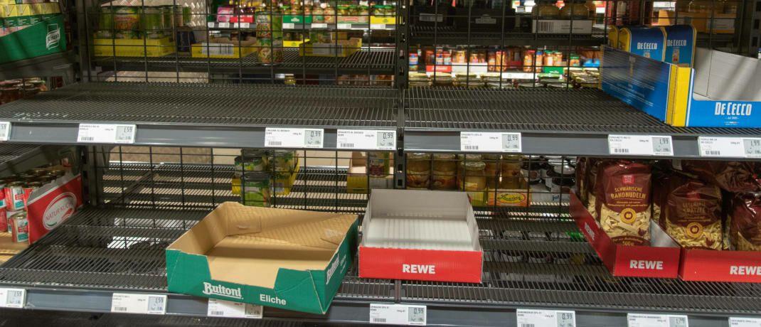 Ungewöhnlicher Anblick: Aus Angst vor einer Epidemie haben Kunden Supermärkte leergekauft. © imago images / imagebroker / Nathalie Lieckfeld