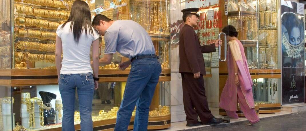 Touristen in der Altstadt von Dubai: Gold als Wertspeicher in Ländern mit hoher Inflation|© imago images / Frank Sorge