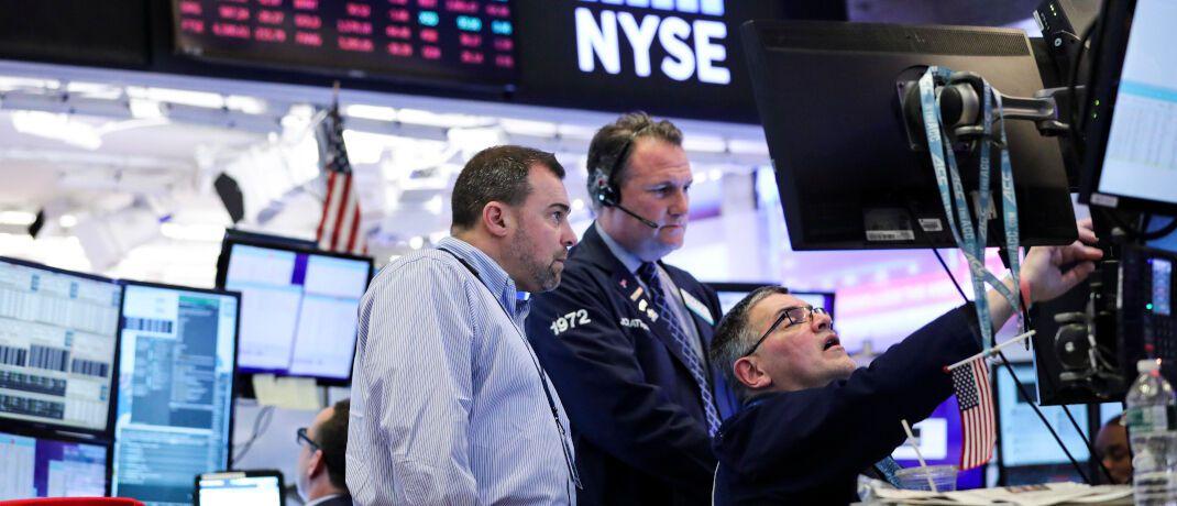 Händler an der New Yorker Börse: Unter den Hochzinsanleihen-Fonds gibt es auch im aktuellen Marktumfeld renditeträchtige Produkte.|© imago images / Xinhua