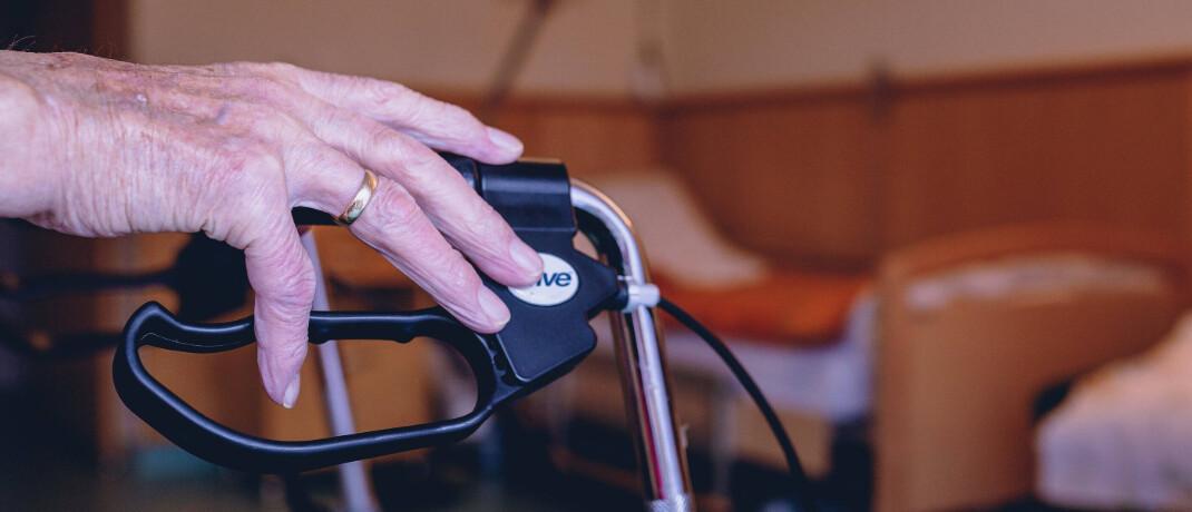 Im Pflegeheim: Versicherer dürfen die Pflegepflichtversicherung nicht kündigen.|© imago images / Eibner Europa