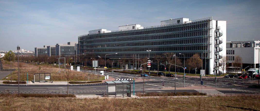 Bafin-Gebäude in Frankfurt: Die Bundesanstalt für Finanzdienstleistungsaufsicht erhebt in jüngster Zeit vermehrt Bußgelder, warnt Rechtsanwalt Stephan Schulz.|© Bafin/Kai Hartmann