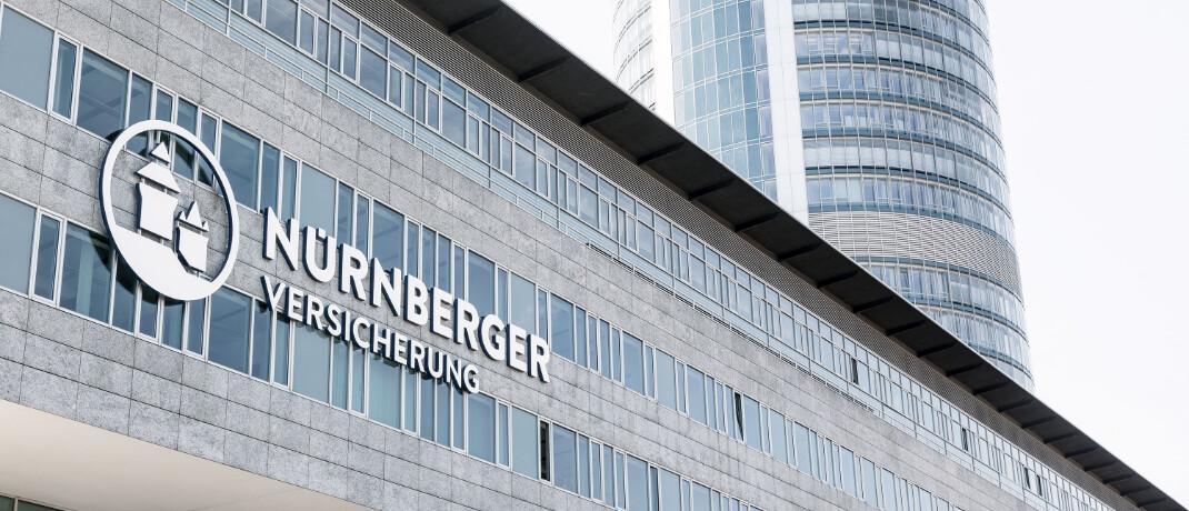 Fassade der Unternehmenszentrale der Nürnberger Versicherung: Die Nürnberger ist laut einer aktuellen Studie von Research Tools in zwei der zwölf untersuchten Produktkategorien – Rente und Zahnzusatz – der am besten bewertete Anbieter.  © NÜRNBERGER