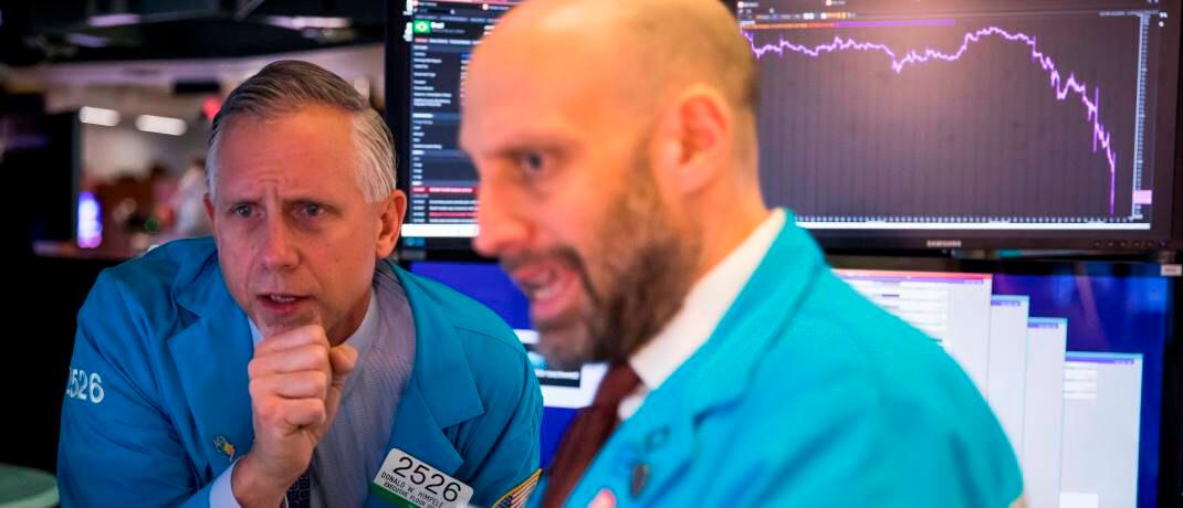 Börsenhändler in New York: Selbst Portfolios mit risikoarmen Wertpapieren sind derzeit schwer unter Druck.|© imago images / Xinhua