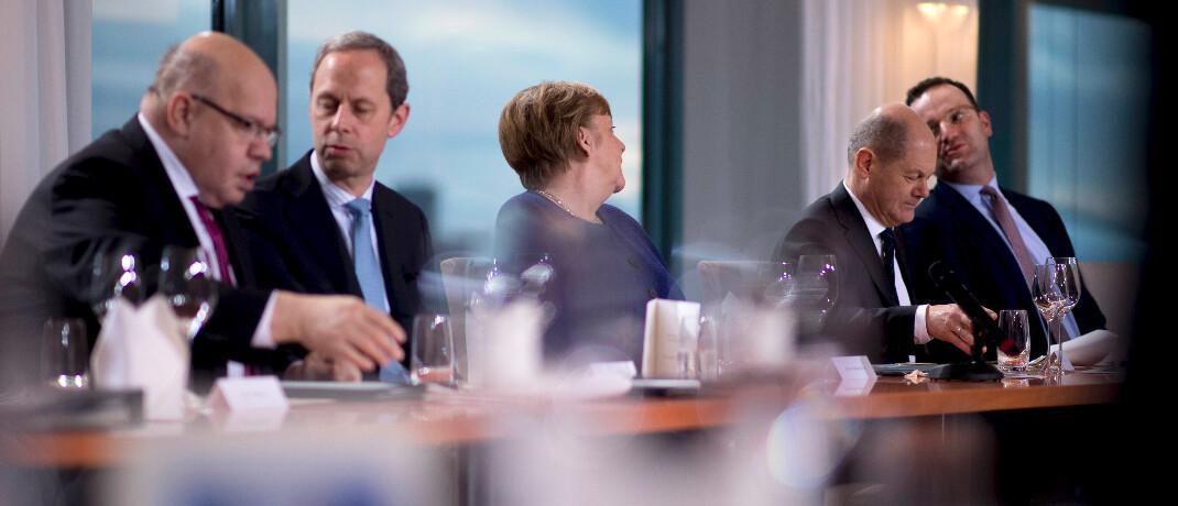 Akteure in der Coronakrise (von links): Peter Altmaier, Bundeswirtschaftsminister, Hendrik Hoppenstedt, Staatsminister bei der Bundeskanzlerin, Bundeskanzlerin Angela Merkel, Olaf Scholz, Finanzminister, und Jens Spahn, Bundesgesundheitsminister|© imago images / IPON /