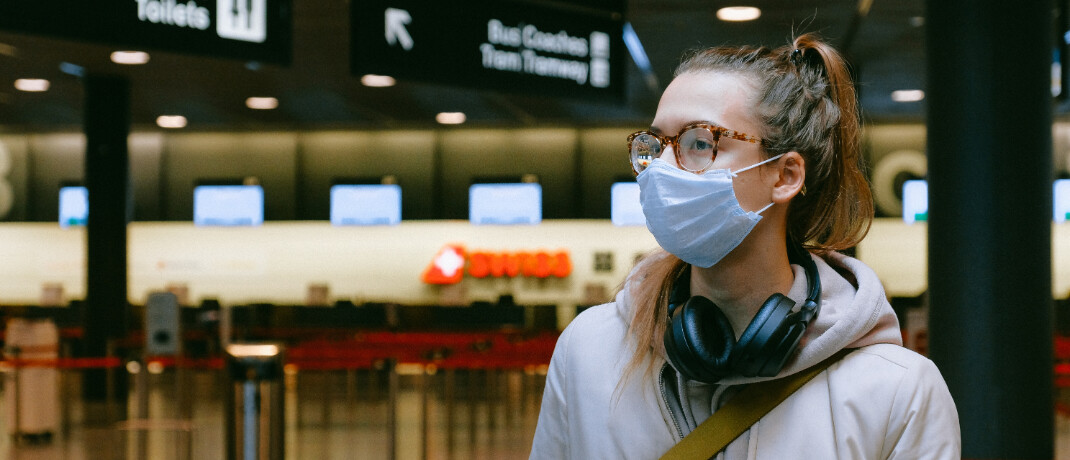 Frau mit Mundschutz: Der Kampf gegen das Coronavirus führt zu steigenden Kosten im Gesundheitssystem. |© Anna Shvets