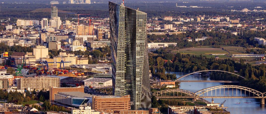 Regnet bald Geld aus dem Turm der Europäischen Zentralbank in Frankfurt? Denkbar wäre es.|© imago images / Future Image / C. Hardt