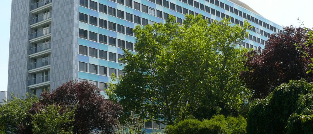Das Gebäude des Statistischen Bundesamts (Destatis) in Wiesbaden: Nach Destatis-Angaben verdienen Mitarbeiter in der Versicherungsbranche überdurchschnittlich gut.|© Destatis