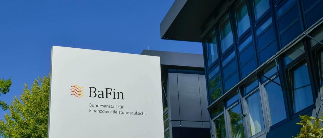 Bafin-Gebäude in Bonn: Die Behörde erteilte Mitte März dem digitalen Vermögensberater von Lloyd Fonds die Erlaubnis.|© imago images / Schöning