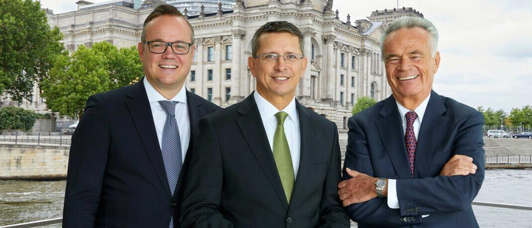 Vorstandsmitglieder des Bundesverband Finanzdienstleistung Frank Rottenbacher, Norman Wirth und Matthias Wiegel (v. li.).|© AfW