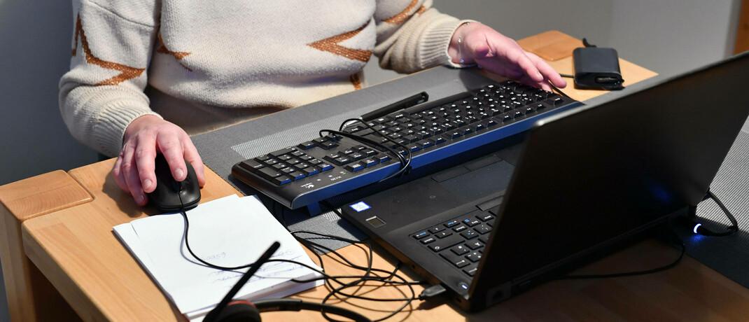 Arbeit vom heimischen Tisch aus: Die Rechtsanwaltskanzlei Michaelis gibt Tipps für Datensicherheit im Homeoffice.