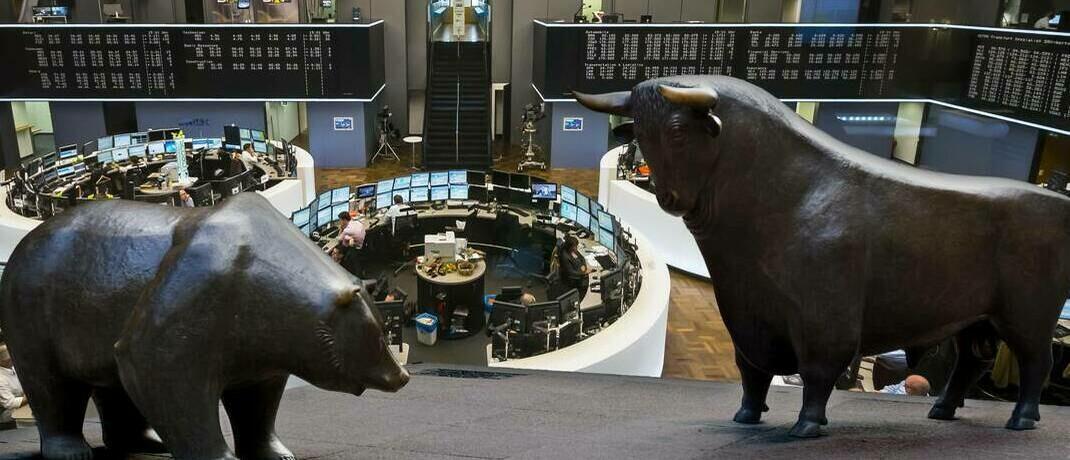 Bullen- und Bärenfigur in der Frankfurter Börse: Einige Indikatoren sprechen für das Ende des Bärenmarkts – doch es ist noch Vorsicht geboten. |© imago images / Westend61