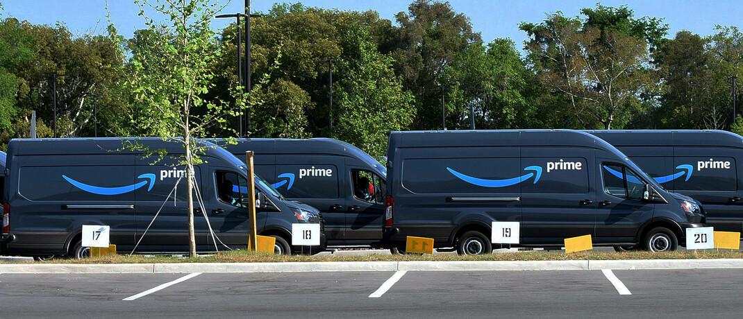 Amazon-Lieferwagen in Orlando, Florida, USA: Der Online-Alleshändler gilt als großer Gewinner der Corona-Krise und ist zugleich die größte Position im erfolgreichsten globalen Aktienfonds über 1 Jahr.|© imago images / ZUMA Wire / Paul Hennessy