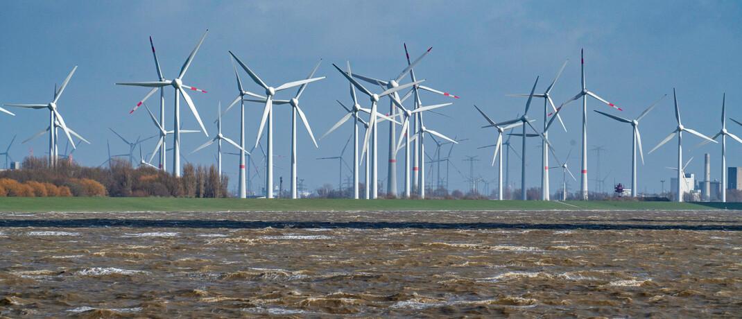 Windpark an der Wesermündung: Das EU-Parlament hat sich auf eine Klassifizierung nachhaltiger Geldanlagen geeinigt. © imago images / Jochen Tack