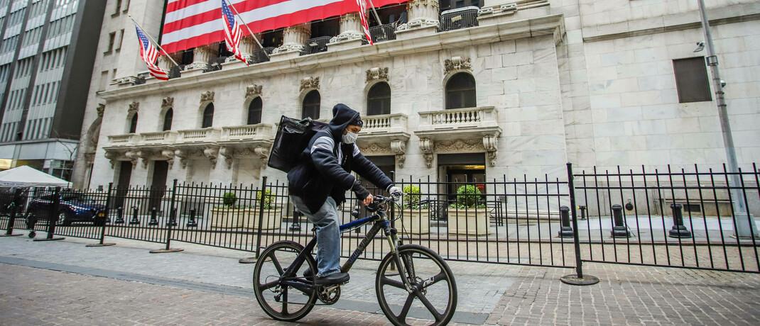 Radfahrer in New York: Das Corona-Virus hat die Börsen fest im Griff.|© Imago Images / Zuma Wire