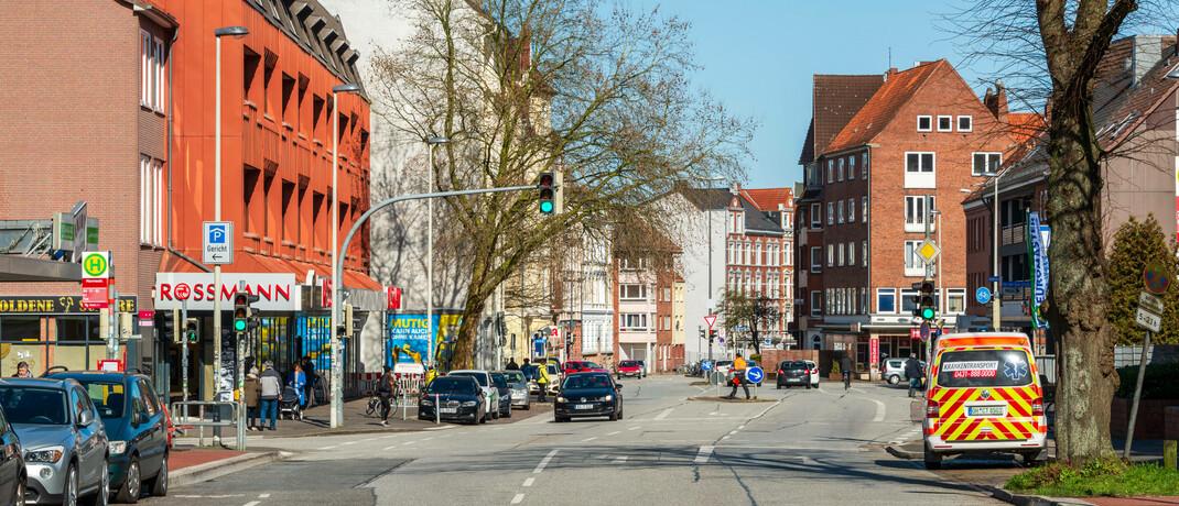 Leere Straße im schleswig-holsteinischen Kiel: In der Corona-Krise müssen viele Geschäfte vorübergehend schließen.|© imago images / penofoto