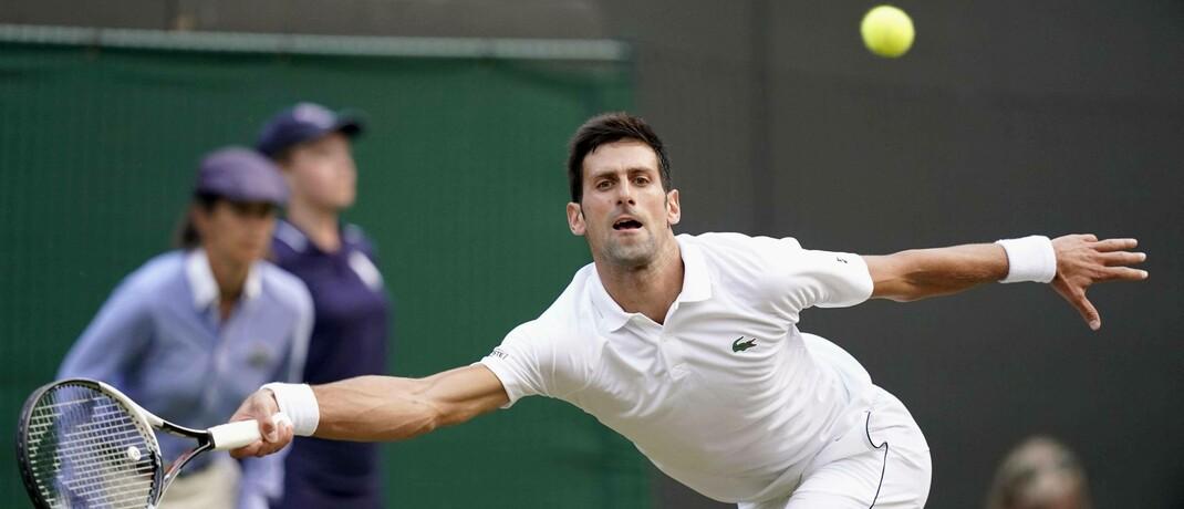 Novak Djokovic beim Turnier von Wimbledon 2018: Damit sich das Corona-Virus nicht immer schneller weiterverbreiten kann, werden weltweit Sportevents abgesagt beziehungsweise verschoben.|© imago images / Kyodo News
