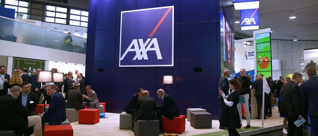 Stand von Axa auf der Dortmunder Versicherungsmesse DKM: Im Podcast berichtet ein junger Versicherungsvermittler über seinen Berufsalltag. © imago images / Cord
