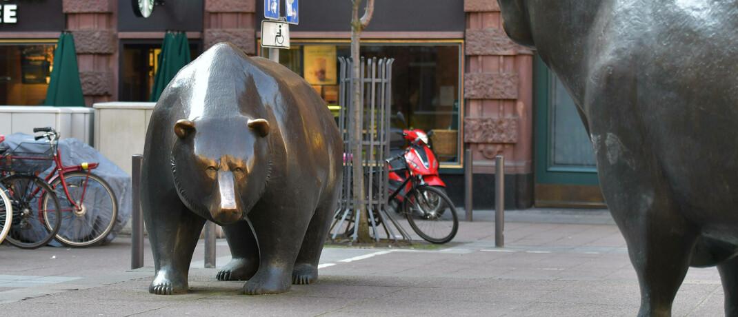 Skulptur Bulle und Bär vor der Frankfurter Börse: Viele Investmentprofis verkennen, dass sich die Märkte gerade fundamental ändern, sagt Vermögensverwalter Uwe Günther.|© imago images / Jan Huebner