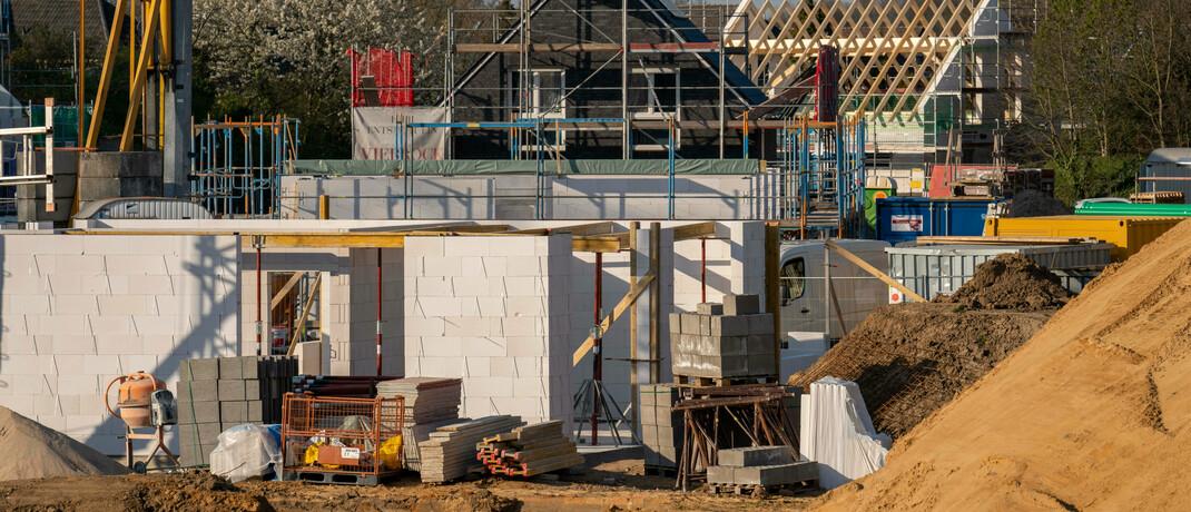 Baustelle in einer Weseler Wohnsiedlung: Dr.-Klein-Chef Michael Neumann beantwortet drei Fragen zur Baufinanzierung.|© imago images / Jochen Tack