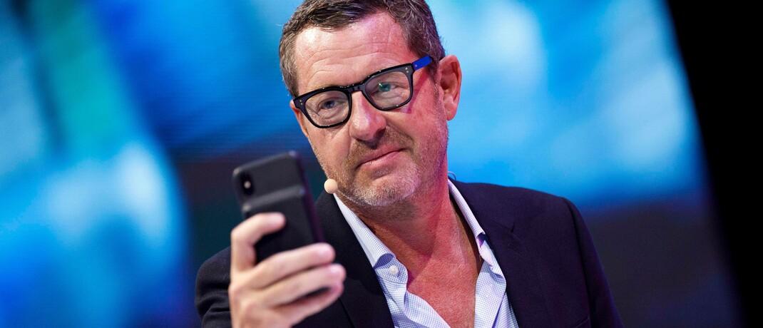 Kai Diekmann mit Funktelefon: Der ehemalige Bild-Chefredakteur ist einer der Miterfinder des Zukunftsfonds.
