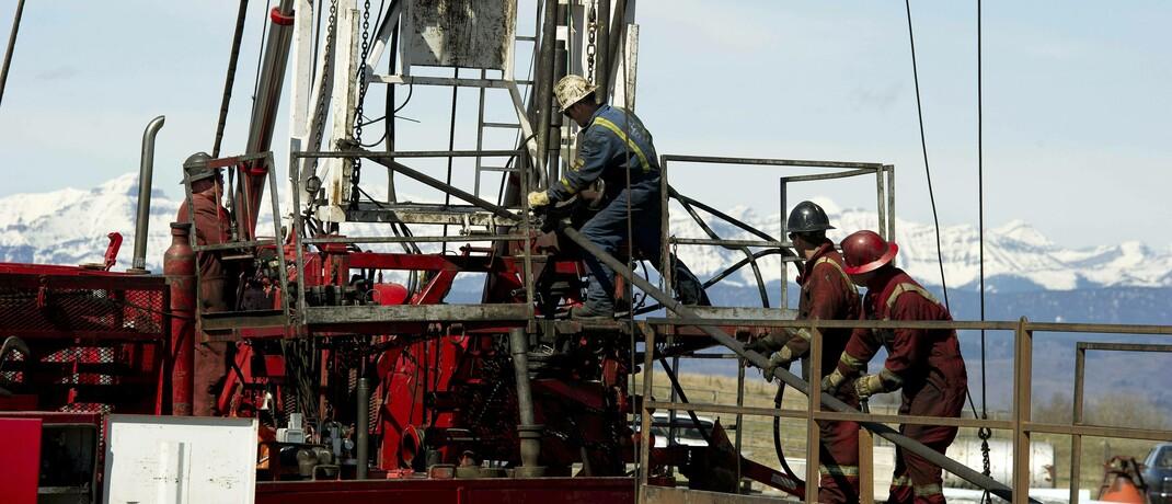 Öl- und Gas-Bohranlage in der Nähe der Rocky Mountains: Der Ölpreisverfall hat kaum Auswirkungen auf die Nachfrage nach erneuerbaren Energien.|© imago images / Larry MacDougal