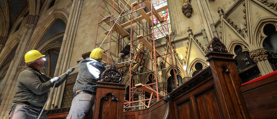 Restaurateure in der Kathedrale von Zagreb: Bei der Altersvorsorge der Zukunft sollte der Gesetzgeber nicht mit dem Vorschlaghammer vorgehen, raten die deutschen Lebensversicherer.|© imago images / Pixsell