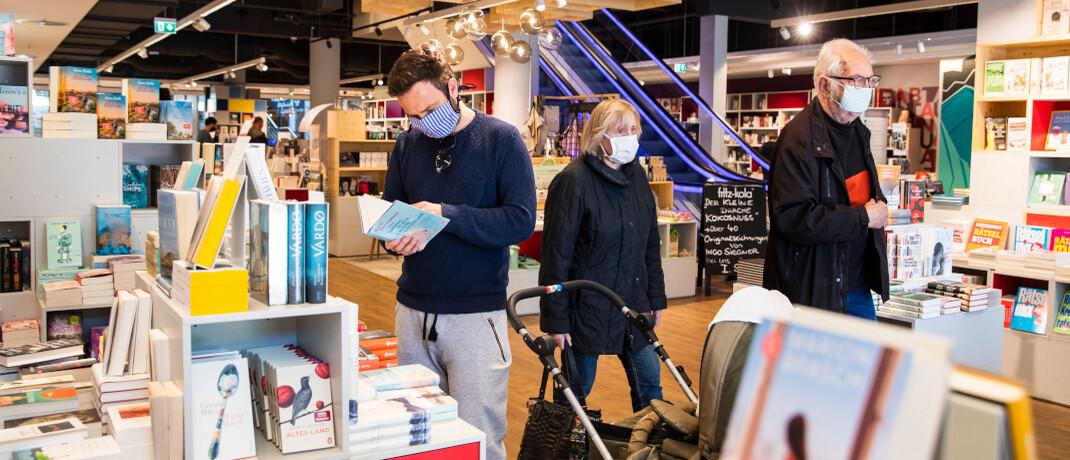 Konsumenten in Berlin: Seit dem 22. April 2020 haben viele Einzelhändler wieder geöffnet.  © imago images / Emmanuele Contini