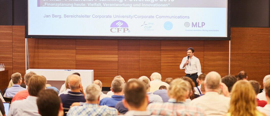 Mirko Laumann, Certified Financial Planner (CFP) bei MLP, eröffnete die 8. MLP Financial Planning Powertage 2019|© MLP