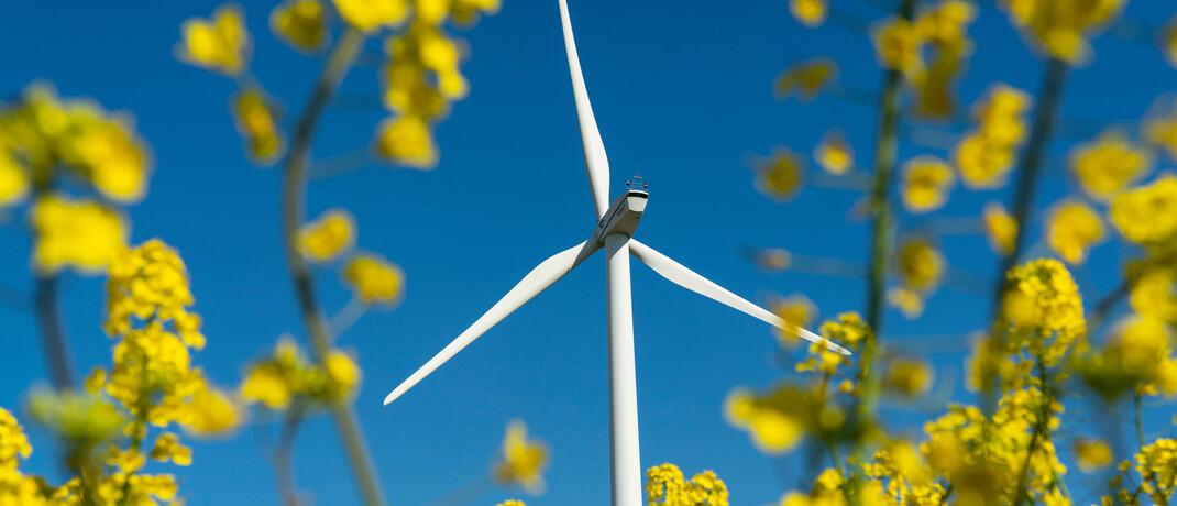 Windrad in Nordrhein-Westfalen: Die laufenden Kosten des neuen Nachhaltigkeitsfonds Ecie Fair Future betragen 1,71 Prozent pro Jahr.|© Imago Images / Jochen Tack