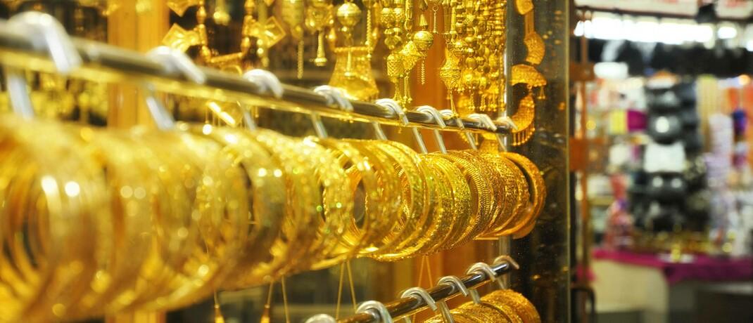 Goldschmuck auf einem Basar im Oman.