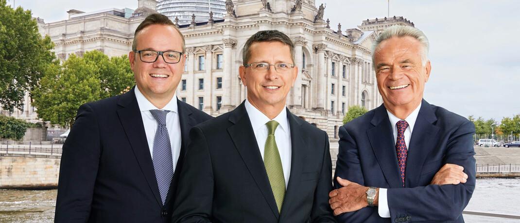 Frank Rottenbacher, Normen Wirth und Matthias Wiegel (v. li.): Die AfW-Vorstände rufen Vermittler auf, sich bei ihren regionalen Bundestagsabgeordneten zu beschweren.