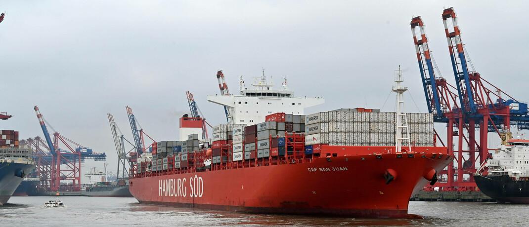 Containerschiff im Hamburger Hafen: Deutschland wird von der Corona-Krise weniger stark getroffen als andere Staaten.