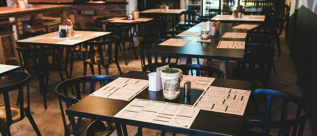 Leeres Café: In der Corona-Krise mussten viele Betriebe schließen. Warum jetzt aber Entschädigungsklagen gegen den Staat wenig Erfolg versprechen, erklärt Rechtsanwalt Arndt Eversberg.|© Foto von Kaboompics .com von Pexels
