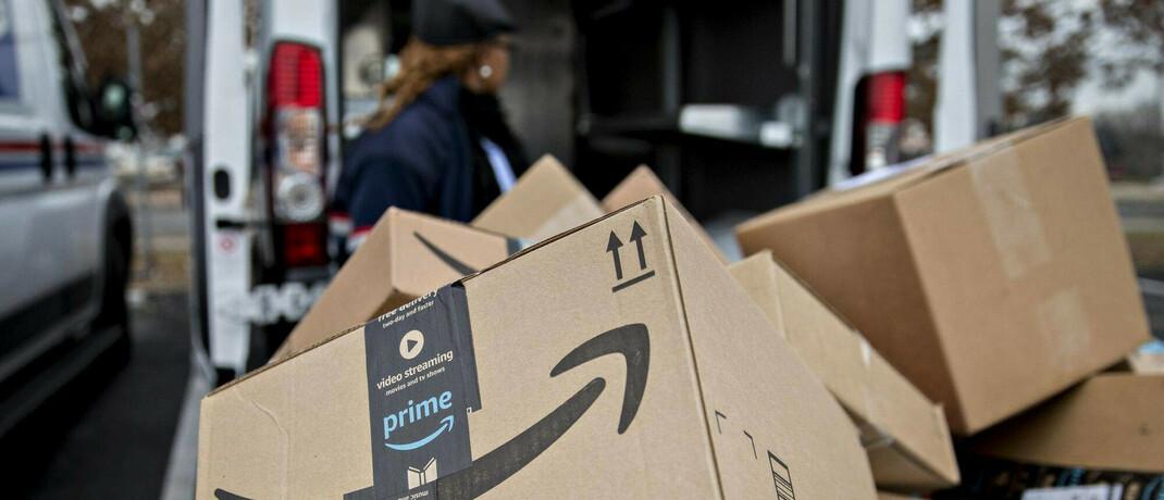 Pakete des Online-Kaufhauses Amazon: Geschlossene Geschäfte schieben den Online-Handel an.|© imago images / ZUMA Wire