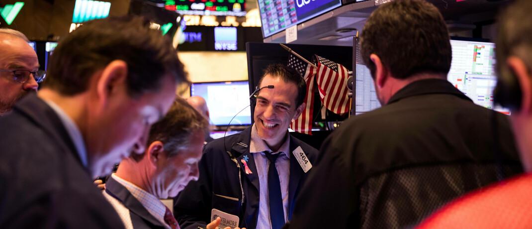 Zufriedene US-Börsenhändler: Aufgrund von starken Technologieaktien und Wachstumswerten können die USA andere Aktienmärkte abhängen.|© imago images / Xinhua