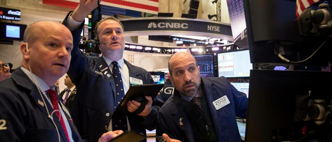 Börsenhändler in New York: Bei Aktien können fünf Stil-Faktoren im Vergleich zum breiten Markt langfristige Mehrrenditen erzielen, viele Anleger setzen beispielsweise auf Momentum-Strategien. |© imago images / Xinhua