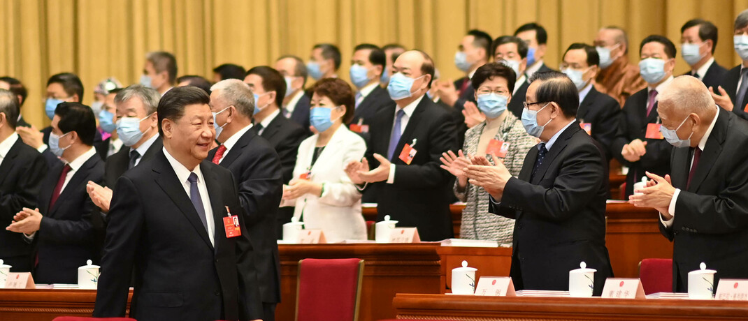 Der chinesische Staatschef Xi Jinping bei der Eröffnung des diesjährigen Nationalkongresses: Wegen der Corona-Pandemie startete die Versammlung mit zwei Monaten Verspätung 2020 erst im Mai. © imago images / Xinhua
