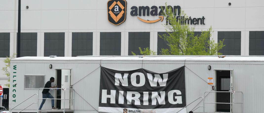 Trotz Corona Krise – Amazon stellt weiterhin neue Mitarbeiter ein. |© imago images / ZUMA Wire