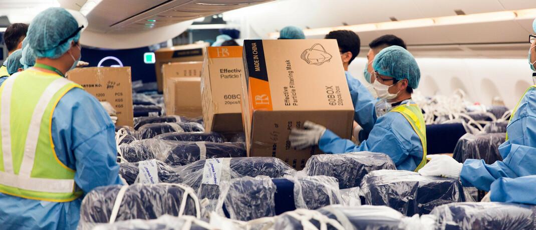 Lufthansa im Krisenmodus: Passagierflieger dienen derzeit als Frachter für Schutzmasken © imago images / Mario Aurich