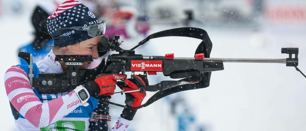 US-Biathlonistin Clare Egan beim Schießen auf dem Weltcup 2019. US-Behörden könnten als nächstes an der US-Börse notierte chinesische Unternehmen ins Visier nehmen.