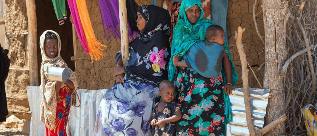 Teilnehmerinnen eines Mikrofinanz-Projektes in Äthiopien vor ihrem Kleidergeschäft: Mikrofinanzkredite sollen armen Menschen bei der Unternehmensgründung helfen
