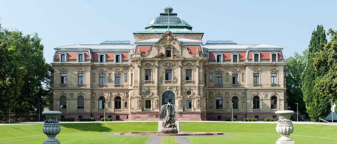 Das BGH-Gebäude: Mit einem weiteren Urteil stärkt der Bundesgerichtshof die Rechte der BU-Versicherten.