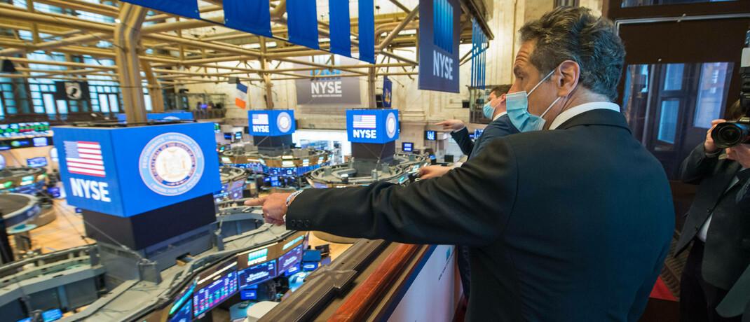 Gouverneur Andrew M. Cuomo eröffnet die New Yorker Börse, die aufgrund der Coronavirus-Pandemie geschlossen war. Der S&P 500 konnte seine Verluste vom Jahresbeginn innerhalb von rekordverdächtigen 50 Tagen wieder wettmachen.