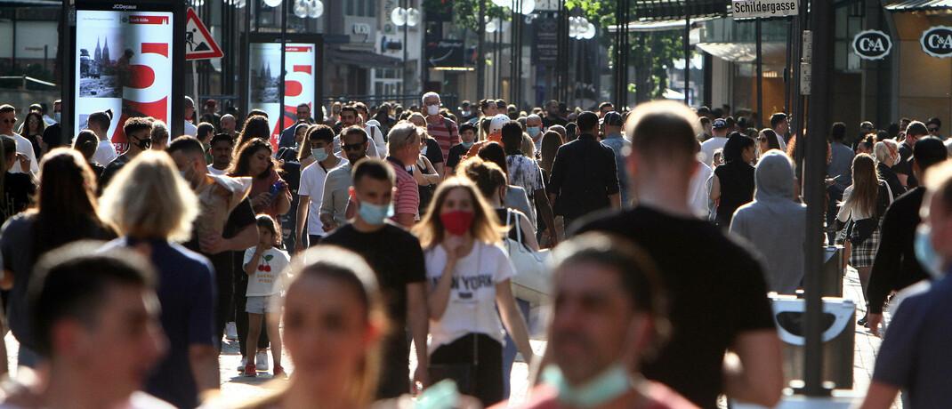 Einkaufsstraße in Köln: In den meisten Ländern Europas steigt die Anzahl der gewonnenen Lebensjahre von Krebspatienten kontinuierlich.