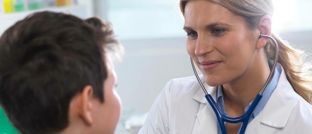 Kinderärztin mit Patienten: Drei therapeutische Kategorien werden den Behandlungsstandard für viele schwierig zu heilende Erkrankungen verändern.