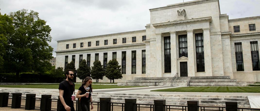 Gebäude der Federal Reserve in Washington: Als Hilfe in der Corona-Krise fluten internationale Notenbanken die Kapitalmärkte noch zusätzlich mit Geld.