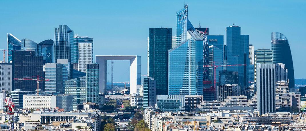 Skyline des Hochhausviertels La Défense in Paris: Immobilien erweisen sich in der Krise als Stabilisator für das Depot, erklären die Investmenttalker von Eyb & Wallwitz. |© imago images / Shotshop