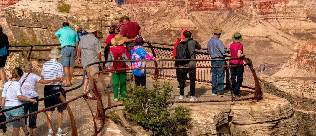Touristen am Grand Canyon in Arizona, USA: Die Kluft zwischen Börsen und Realwirtschaft wächst.